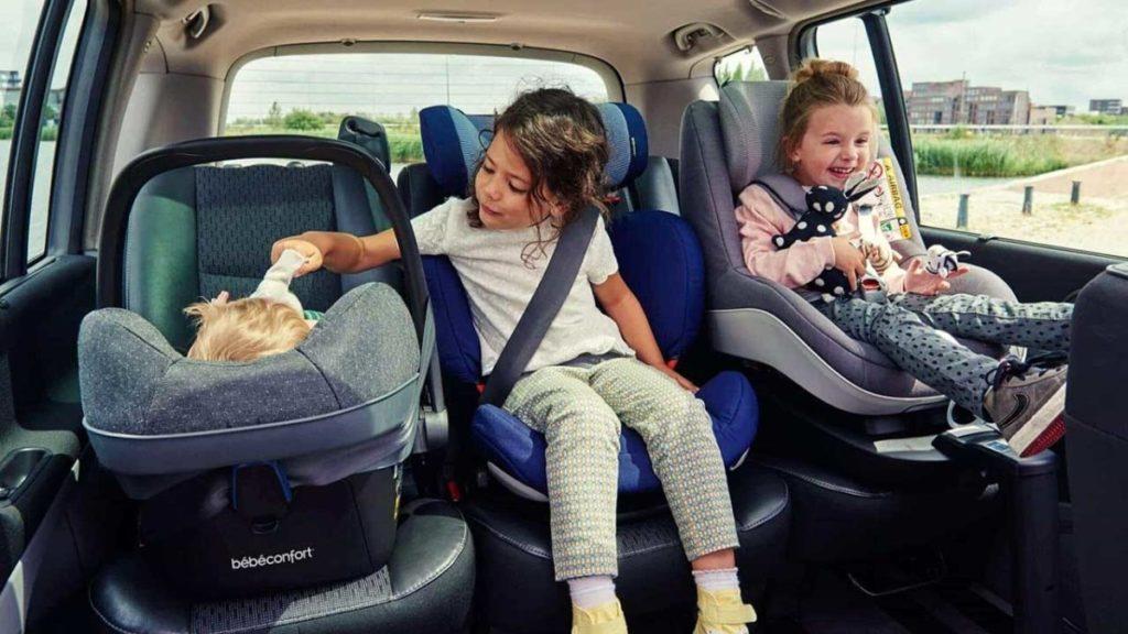 фото как перевозить детей в машине